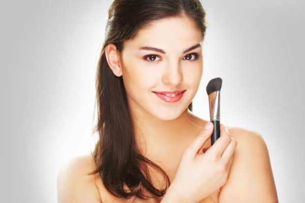 Makyaj yaparken cilt sağlığınızla dost kalmanın 10 yolu