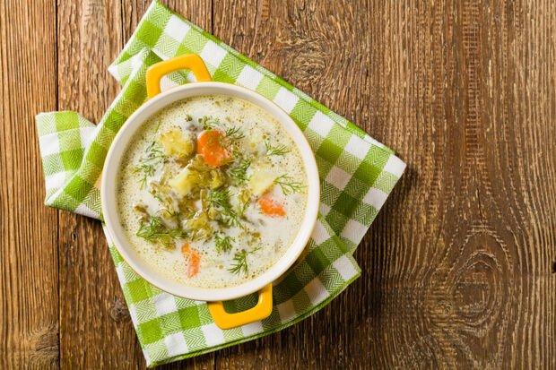 Soğuk salatalık çorbası