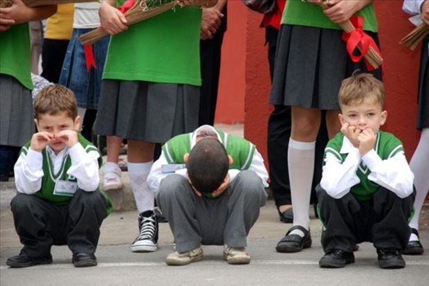 Minikler okul yolunda