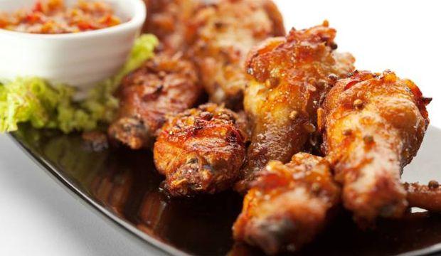 Baharatlarla kızarmış tavuk