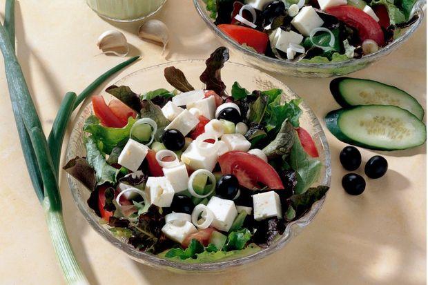 Beyaz peynirli yaz salatası