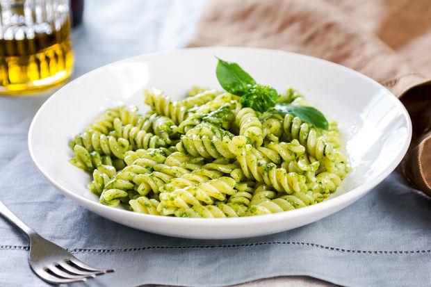 Pesto soslu börülceli burgu makarna
