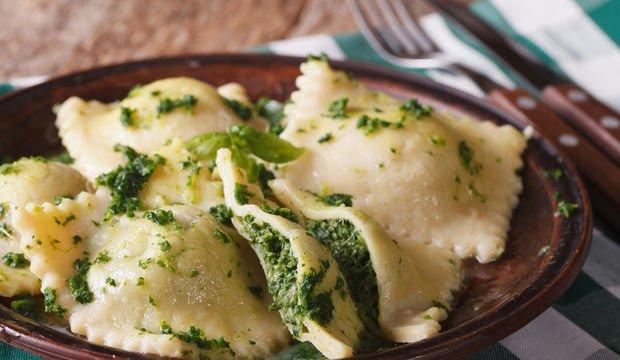 Ricotta ve parmesan peynirli ravioli