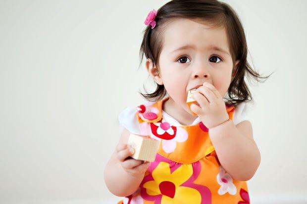 Bebeğiniz etrafında gördüğü her şeyi ağzına mı atıyor?