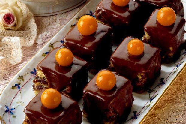 Çikolatalı ve glazürlü mini pastalar...