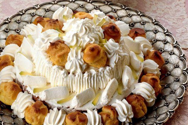 Şantili ve vişne aromalı pasta...