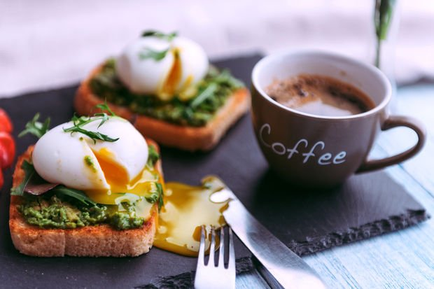 Poşe yumurta ve sebzeler