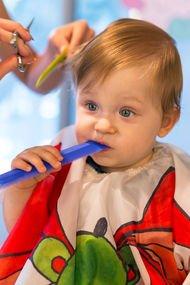 Bebeğinizin ilk deneyimleri: İlk saç kesimi