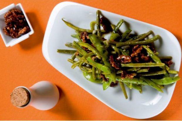 Fasulye ve ceviz salatası