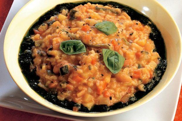 Pesto soslu ılık Minestrone çorbası...