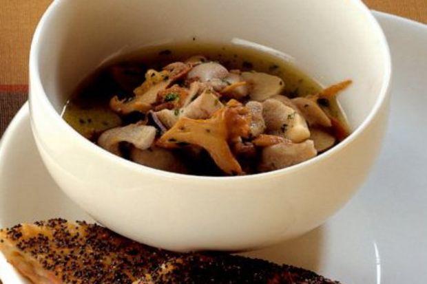 Mantar çorbası ve elmalı milföy çörekler
