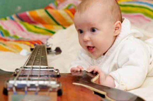 Hadi müzik yapalım! Onun müzik yeteneğini keşfedin