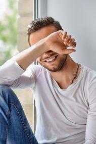 Utangaç erkekleri nasıl etkileyebilirsiniz?