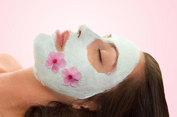Menopoz döneminde evdeki malzemelerle uygulanacak güzellik maskeleri