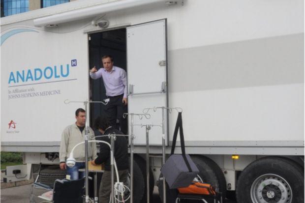 İlk Yardım Tır'ı ilk günden bu yana Van'da yaraları sarıyor