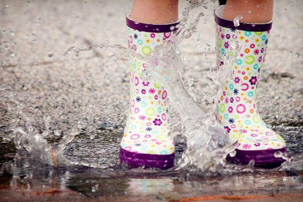 Yağmurlu kış günlerinin modası: Renk renk yağmur botları...