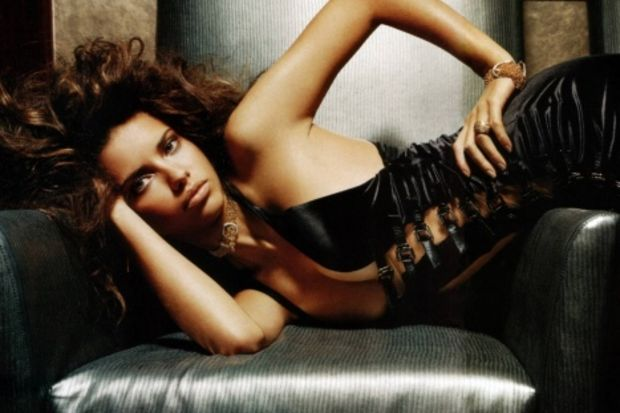 Adriana Lima poposuna sahip olmak istemez misiniz?