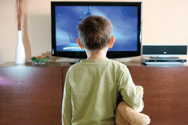 """Televizyon, çocuğu """"gerçek"""" dünyadan koparıyor!"""