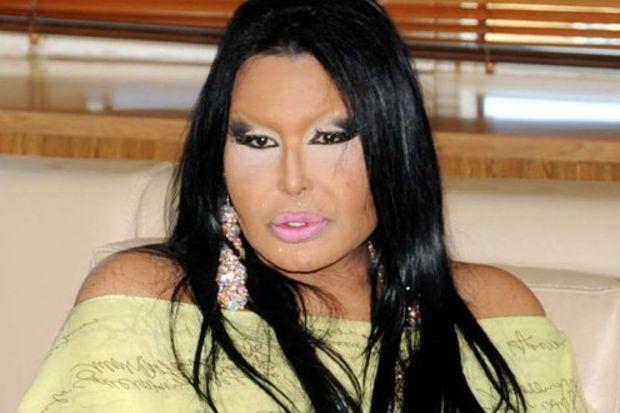 Ayaklarını parfümle yıkayan Diva Bülent Ersoy