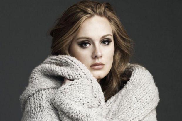 """2011'in en popüler şarkıcısı """"Adele"""" oldu"""