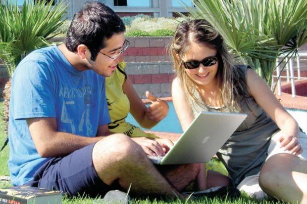 Son sınıf öğrencileri başvuru merkezine, mezunlar internete