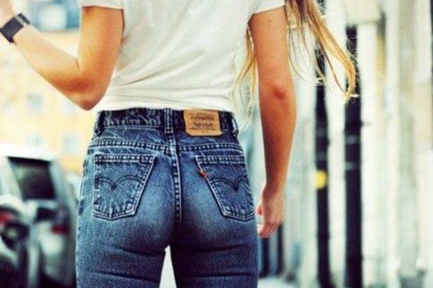 Bacakları sımsıkı saran skinny pantolon modası