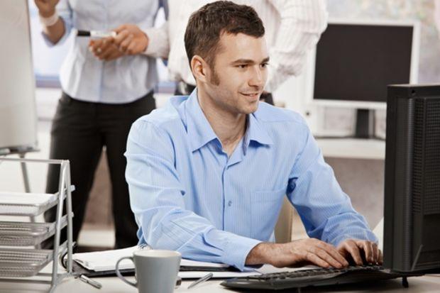 Çok ayıp! Erkeklerin %31'i iş yerinde ne yapıyor?