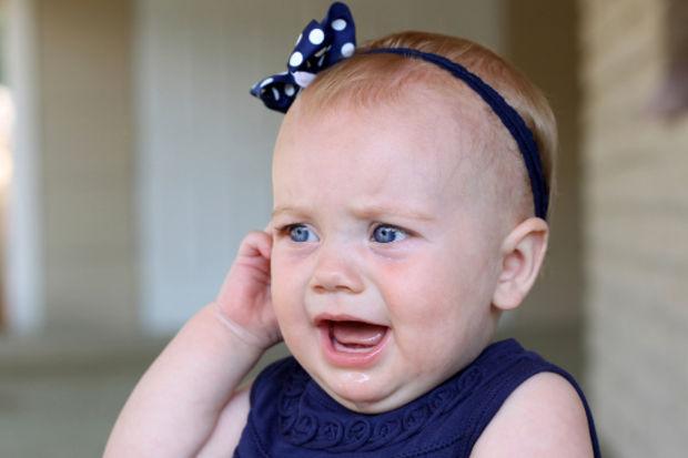 Çocuğunuz kulağını çekiştiriyor, ağlıyor ya da ayağını mı sallıyor?