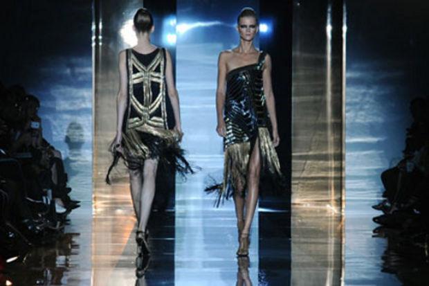 Gucci 2012 İlkbahar / Yaz Koleksiyonu altın ve siyahın asil uyumunu sergiliyor
