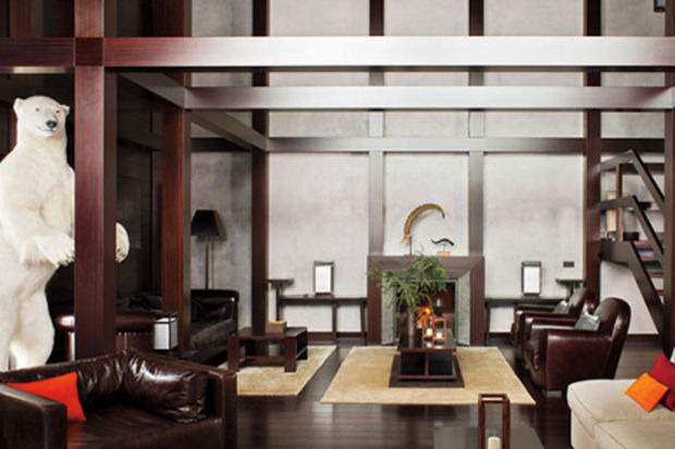 Ünlü tasarımcı Giorgio Armani'nin beyaz örtü ile kaplı Engadine Vadisi'ndeki evi