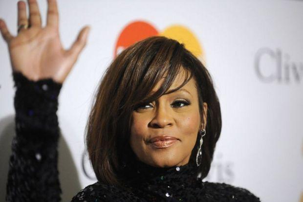 Whitney Houston'ı kim boğdu?