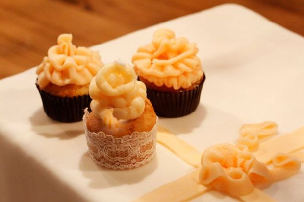 Renkli buttercream ve ganajlı cupcake