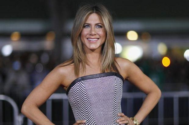 """Jennifer Aniston """"Herkese duyurulur: Evleniyorum"""""""