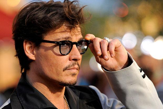 Numaralı gözlükleriyle fark yaratan ünlüler