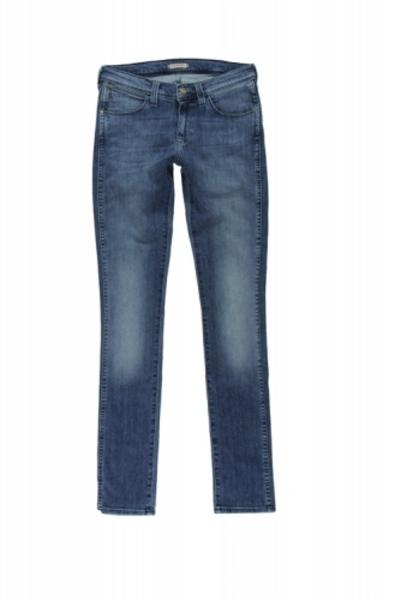 1- Bilekte biten, kot pantolon (Wrangler)