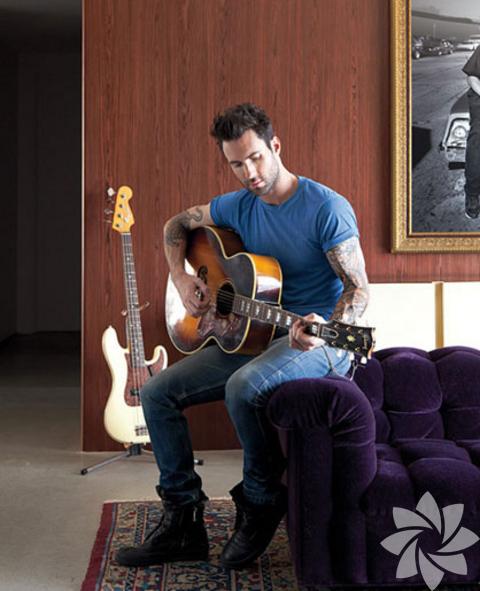 Ünlü müzik grubunun yakışıklı solisti Adam Levine Los Angeles'ın Hollywood Hills bölgesindeki evi boydan boya şarkıcının tarzını yansıtıyor.