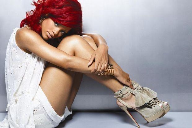 Rihanna gece yarısı hangi yakışıklı oyuncunun evine girerken görüntülendi?