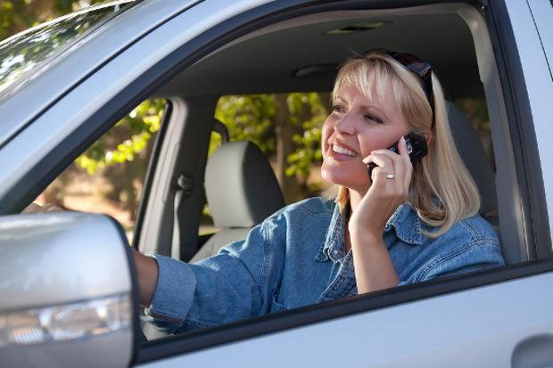 Araba kullanırken telefonla konuşanlar dikkat!