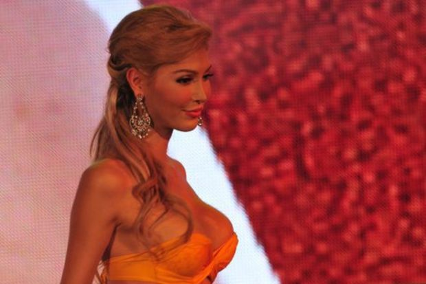 Skandal! Miss Universe adayı yarışmadan elendi!