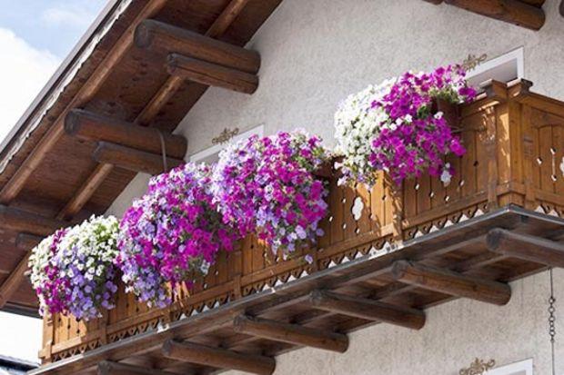 Balkon ve teraslarda bahar dekorasyonu