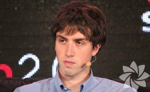 Adam D'Angelo : 27 yaşında olan, Facebook'un kurucu ortaklarından Adam D'Angelo aynı zamanda bir bilgi paylaşımı olan Quora'nın CEO'su.