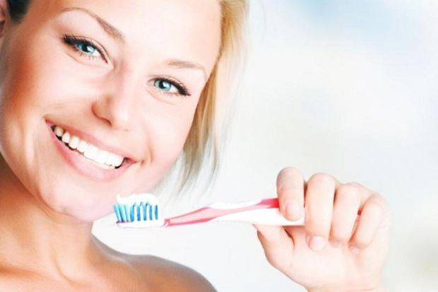 Az diş macunu ile sık fırçalayın!