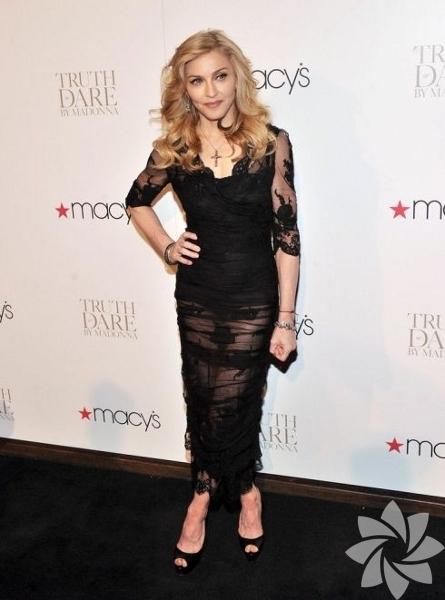Müzik dünyasının önde gelen isimlerinden 53 yaşındaki Madonna, yeni  çıkardığı parfümü için ABD'nin New York kentinde bir tanıtım  düzenlendi.