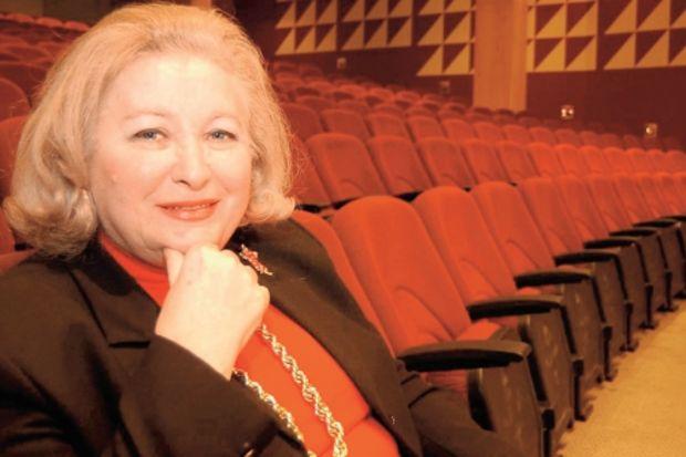 Başına bürokrat gelen şehir tiyatroları biter