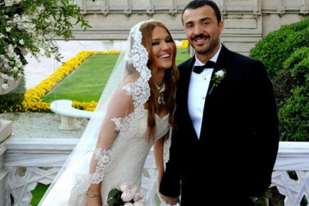 Demet Akalın 3. kez evlendi