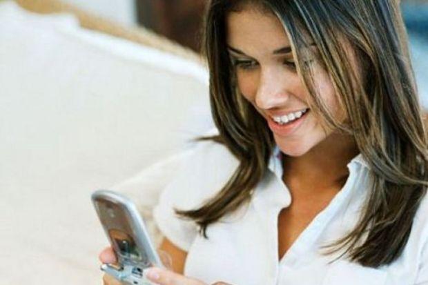 Cep telefonları kadınlarda kemik erime riskini artırıyor!