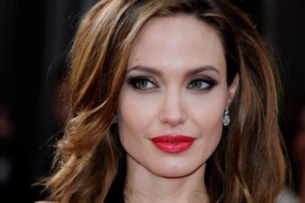 Mütevazı Angelina Jolie