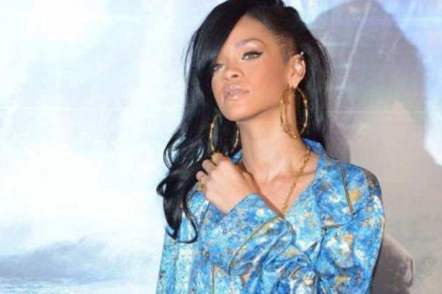 Rihanna saçı göz tembelliği yapıyor
