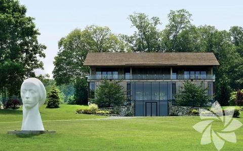 Mimar Joel Barkley bu evi cam tasarımlarıyla ünlü mimar Phillip Johnson'dan ilham alarak tasarladı.