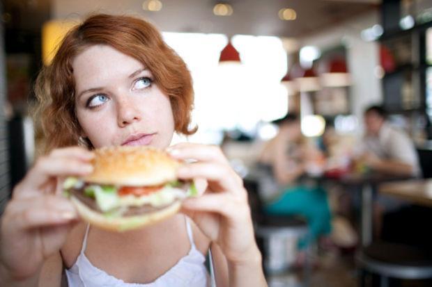 Yemeyi durduramıyor musunuz? İşte kendinize hakim olmanıza yardımcı olacak 5 öneri!